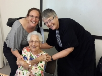 Naomi-Graetz-and-daughter-Rabbi-Ariella-Graetz-Bar-tuv-Alice